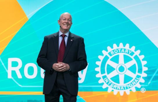 Diplomatico esemplifica i valori del Rotary